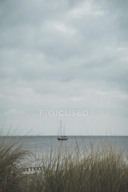 Германия, Timmendorf Бич, Балтийское море, парусный корабль в дневное время — стоковое фото