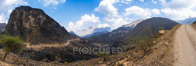 Oman, Jebel Akhdar, Al Batinah, vista panorâmica de Wadi Bani Awf sob nuvens — Fotografia de Stock