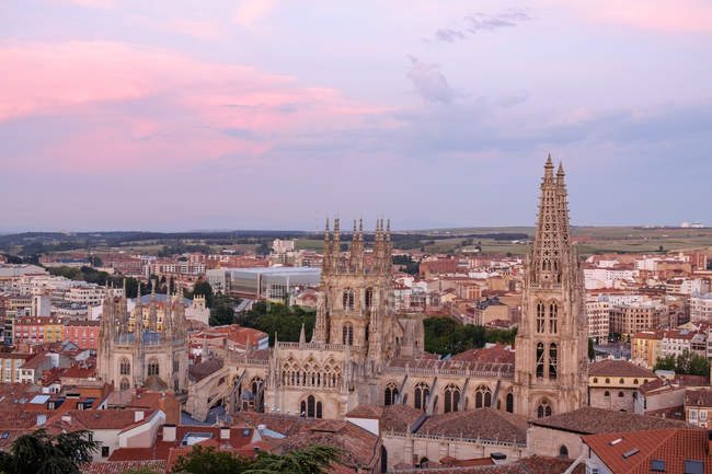 Cityscape with Cathedral in the evening, Castile and Leon, Burgos, Spain — Stock Photo