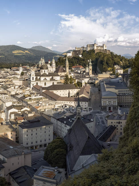 Austria, Salzburg, view to the city with Hohensalzburg Castle in the background — Stock Photo