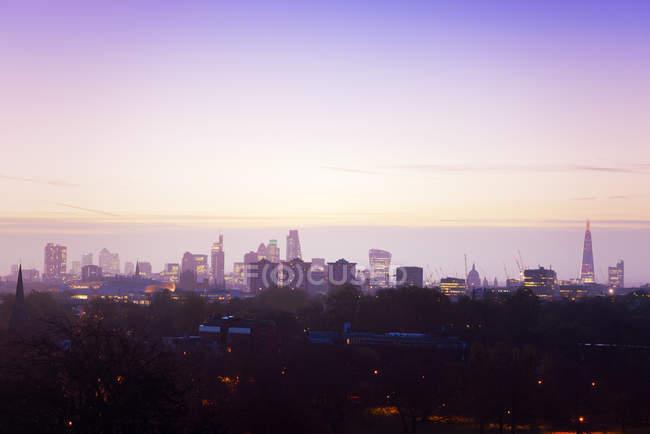 Horizonte de Reino Unido, Londres, luz de la mañana - foto de stock