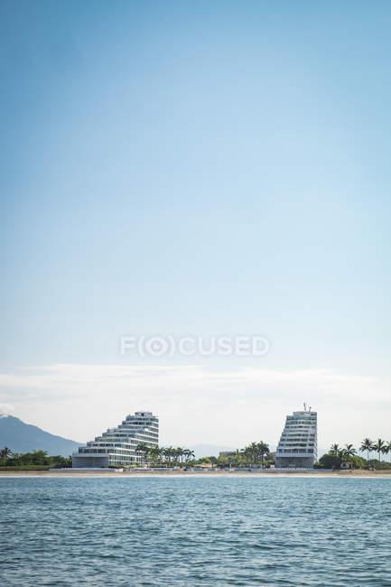 Мексика, Nayarit, Нуево-Вальярта, готель, Acqua фламінго кондо, Banderas Bay і будівель на березі — стокове фото