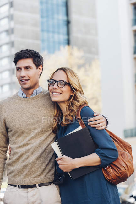 Smiling caucasian couple outdoors — Stock Photo
