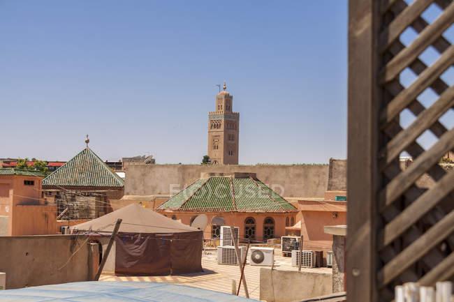 Marrocos, Marraquexe, ver a Mesquita Koutoubia durante o dia — Fotografia de Stock