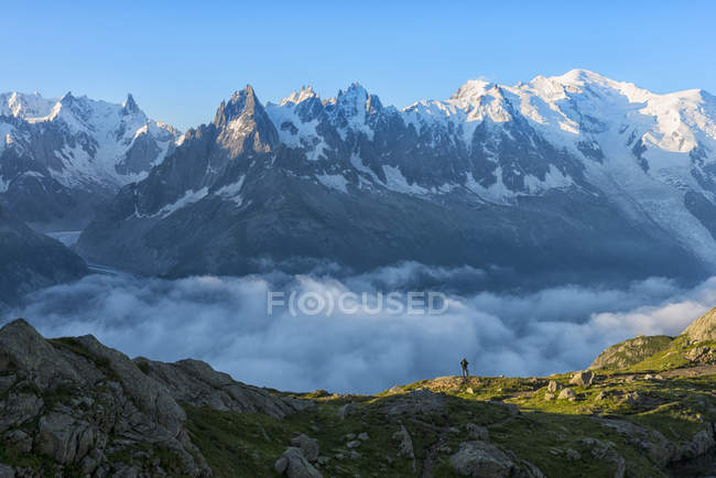 France, Mont Blanc, Lake Cheserys, hiker in front of Mount Blanc at sunrise — Stock Photo