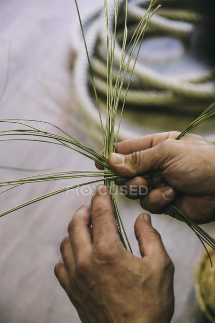 Espartero working with esparto with his hands — Stock Photo