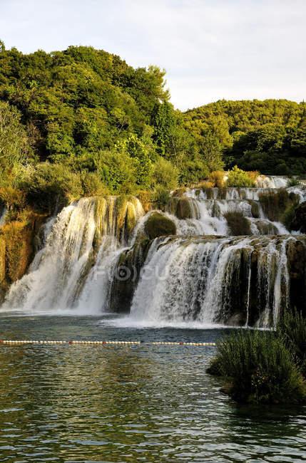 Skradinski buk пейзаж с видом на водопад — стоковое фото