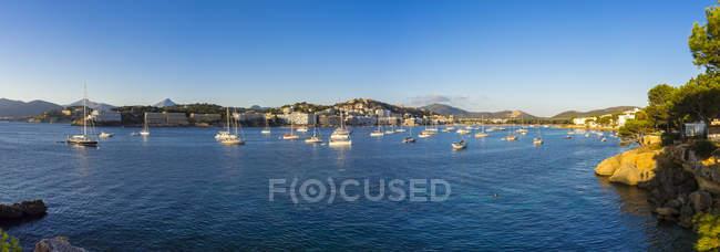 Spagna, Maiorca, Veduta sulla baia di Santa Ponca, Costa de la Calma, Panorama durante il giorno — Foto stock