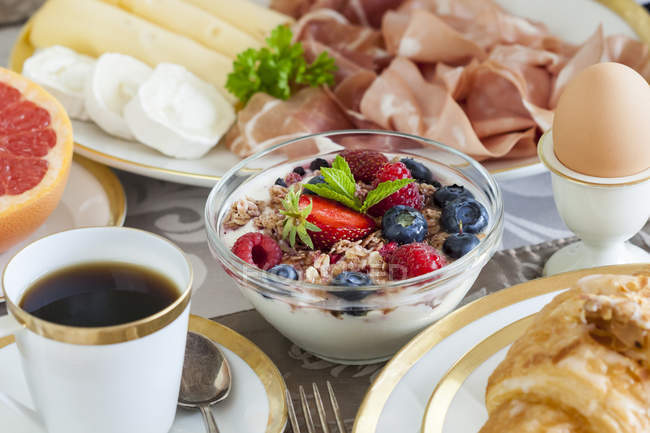 Healthy breakfast on table with bowls and plates — Stock Photo