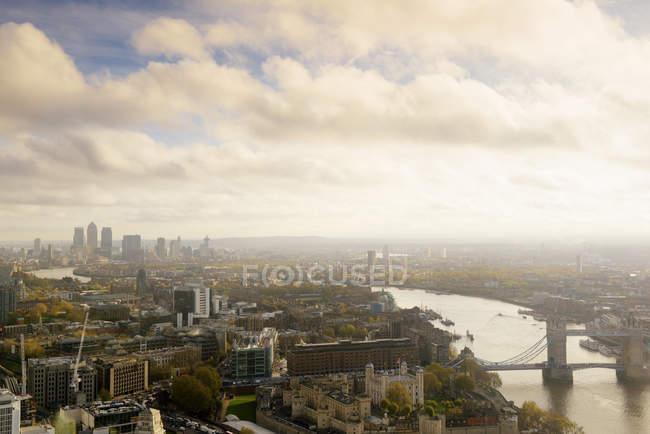 UK, Londra, paesaggio urbano con il Tamigi, Tower Bridge e Torre di Londra — Foto stock