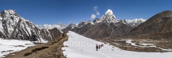 Nepal, Himalaya, Solo Khumbu, Ama Dablam, group of Gurkhas trekking — Stock Photo