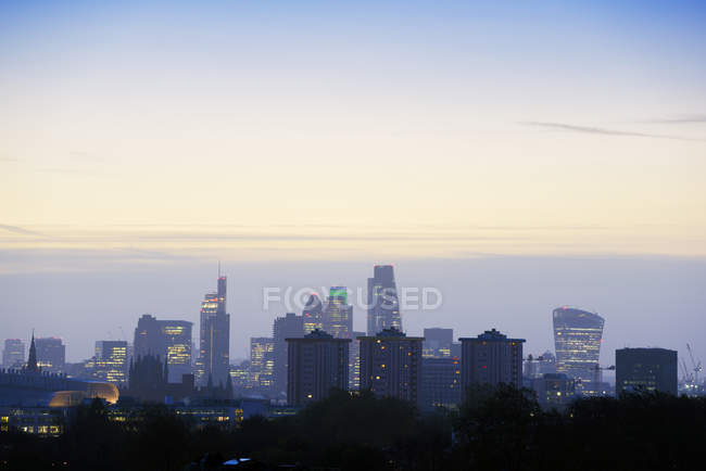 Великобританія, Лондон, skyline в ранковому світлі — стокове фото