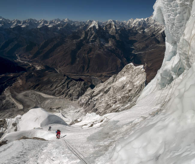 Nepal, Himalaia, Solo Khumbu, montanhistas em Ama Dablam South West Ridge — Fotografia de Stock