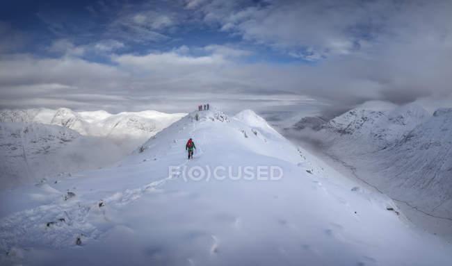 Scotland, Glencoe, Buachaille Etive Beag, Stob Dubh, mountaineer on his way to the summit — Stock Photo