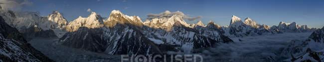 Непал, Кхумбу, Эверест регион, Эверест варьируются от Гокио Ри пик — стоковое фото