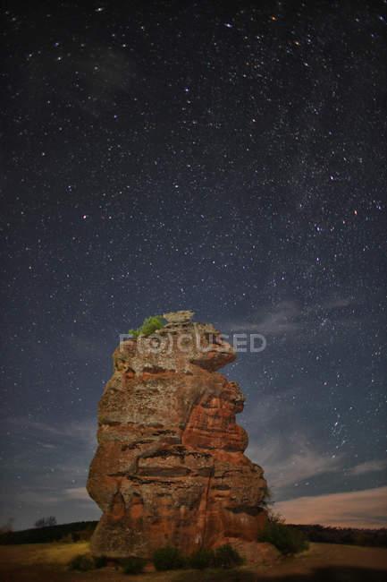 Spain, Castille-La Mancha, Chequilla, Rock formation under starry sky — Stock Photo