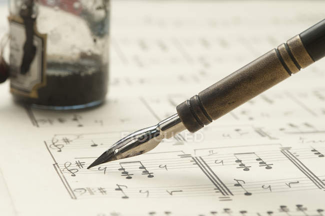 View of Quill on classical sheet music — Stock Photo
