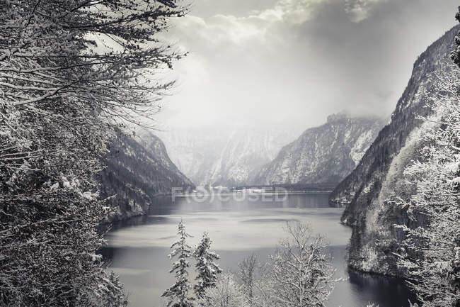 Germany, Bavaria, Berchtesgadener Land, Lake Koenigssee in winter — Stock Photo