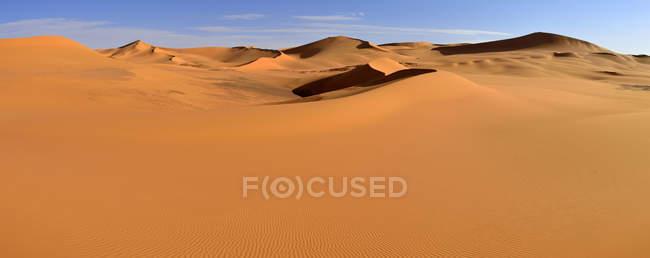 Африка, Алжир, Сахара, Tassili N'Ajjer Національний парк, Tadrart область, видом на піщані дюни Tehak — стокове фото