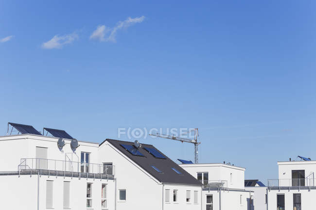 Germany, Cologne Widdersdorf,  solar panels on roofs of residential buildings — Stock Photo