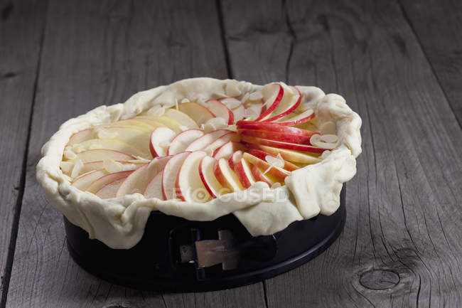 Raw apple pie in cake pan — Stock Photo