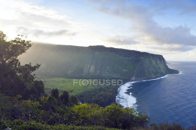USA, Hawaii, Big Island, Waipio Valley e baia alla luce della sera — Foto stock