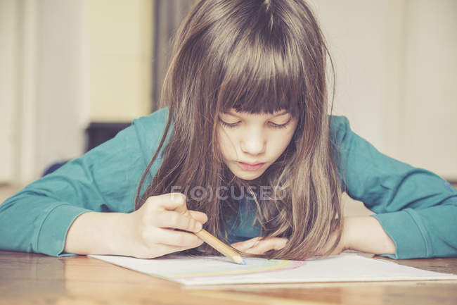 Cropped portrait of girl drawing rainbow — Stock Photo