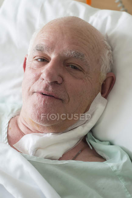 Senior man in hospital recovering after surgery — Stock Photo