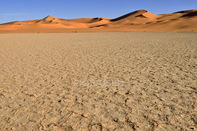 Algeria, Sahara desert, sand dunes and playa, claypan of In Tehak — Stock Photo