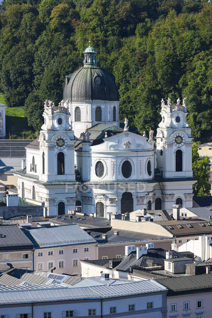 Австрія, Зальцбург, міський пейзаж з коледжі церкви, як видно з Kapuzinerberg — стокове фото