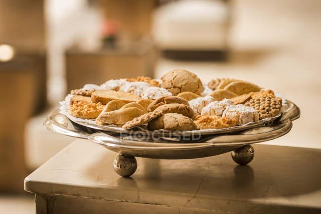 Марокко, Fes, отель Riad Fes, плиты различных куки — стоковое фото