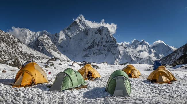 Région du Khumbu, Népal Everest, Ama Dablam du camp de haute sur le Pokalde peak — Photo de stock
