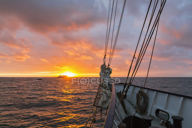 Pacific Ocean, sailing ship near Galapagos Islands at sunrise — Stock Photo