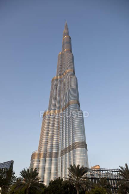 ОАЭ, Дубай, вид на Бурдж-Халифа против неба. — стоковое фото
