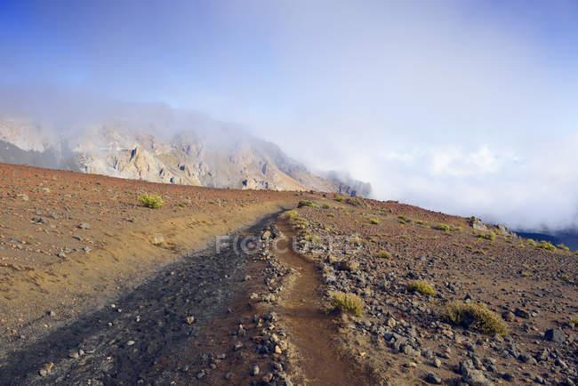 США, Гаваї, Мауї, Халеакала, туристичний шлях в вулканічний кратер — стокове фото
