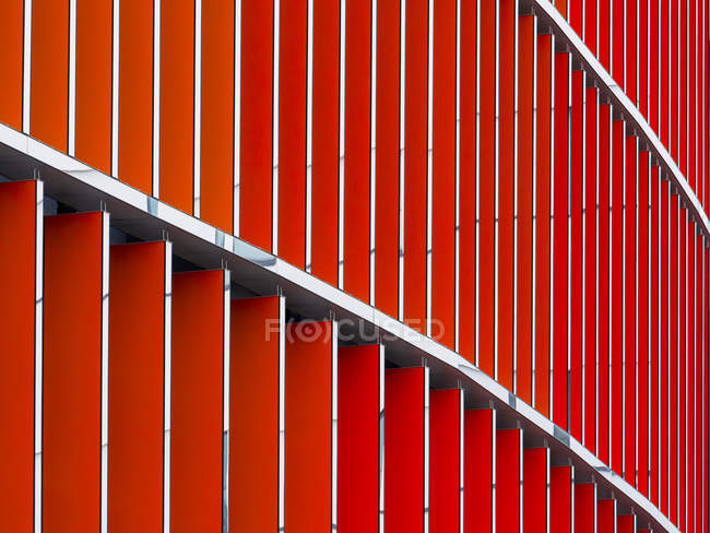 Германия, Франкфурт, фронт с красными лезвиями на Skyline Plaza — стоковое фото