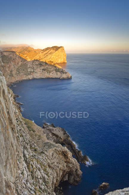 Spagna, Maiorca, Cap Formentor, costa rocciosa — Foto stock