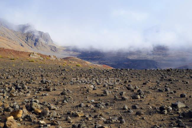 США, Гаваї, Мауї, Халеакала, хмари в вулканічний кратер — стокове фото