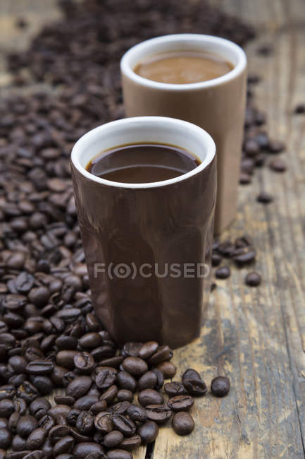 Two cups of coffee and coffee beans — Stock Photo