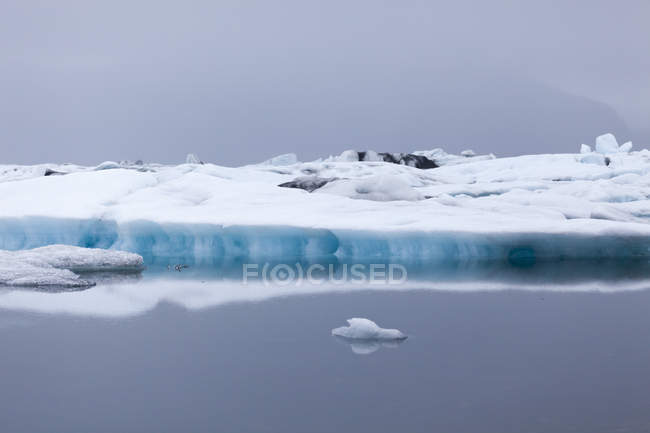 Iceland, Jokurlsarlon, glacier lake and water reflection — Stock Photo