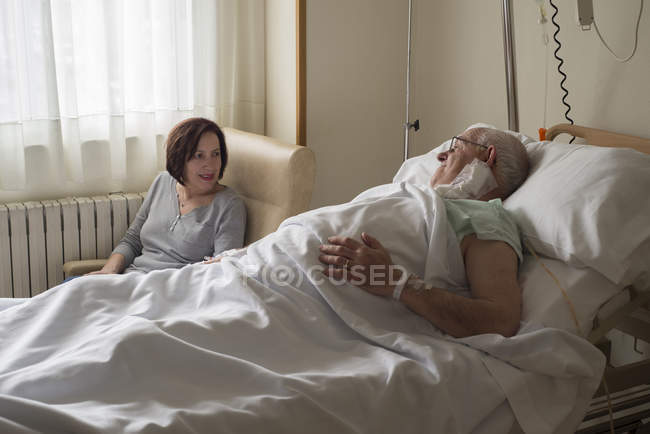 Wife caring for senior man recovering after surgery — Stock Photo