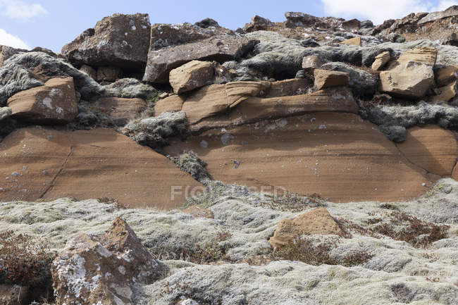 Iceland, Reykjanes, Kleifarvatn and view of rocky cliff during daytime — Stock Photo