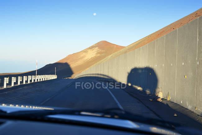 США, Гаваї, Великому острові, Мауна-Кеа, переглянути через вітрове скло — стокове фото