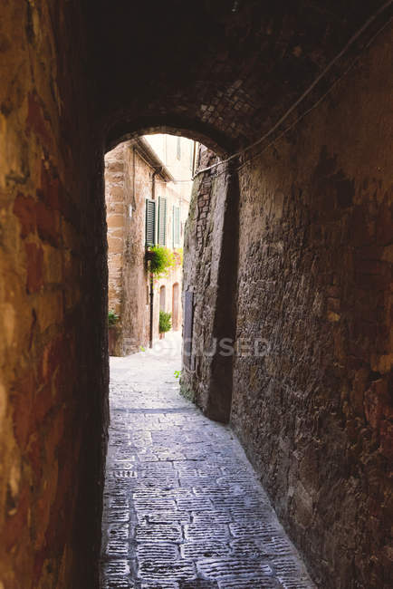 Italy, Tuscany, Pienza, Lane in historic old town — Stock Photo