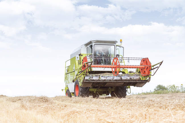 Combine harvester on field — Stock Photo