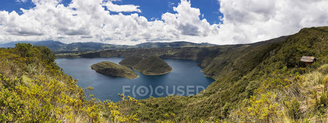 América del Sur, Ecuador, Provincia de Imbabura, Cotacachi, Islas en el Lago Cuicocha - foto de stock