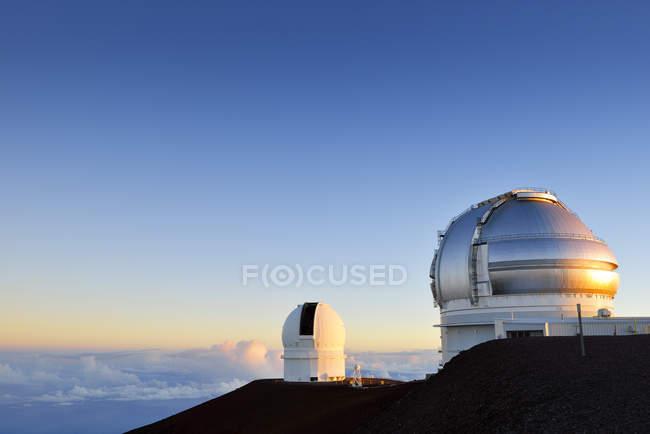 USA, Hawaii, Big Island, Mauna Kea, view to observatories at morning light — Stock Photo