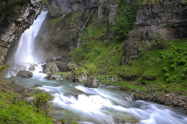 Испания, Национальный парк Ордеса, водопад реки Arazas — стоковое фото