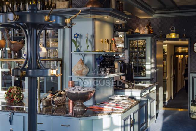 Entrance of small cozy restaurant — Stock Photo