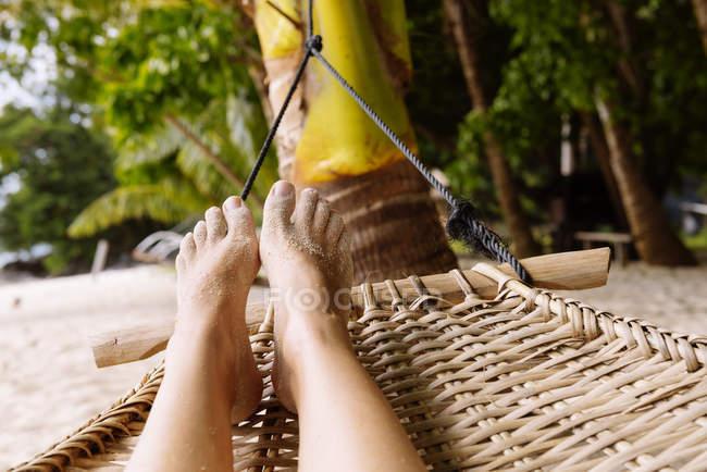 Philippines, Palawan, female feet in a hammock near El Nido — Stock Photo